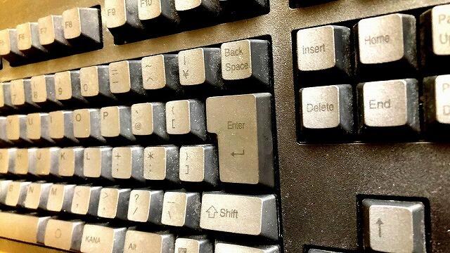 東プレのキーボード掃除前(明るく加工)