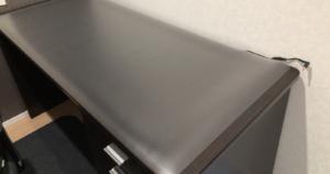 PLUS『ななめカットデスクマット』レビュー!作業机を汚れやキズから守る優れもの