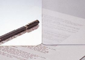 PLUS『ななめカットデスクマット』半光沢タイプ