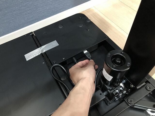 電動昇降デスク『EG8』モーターコード差し込み